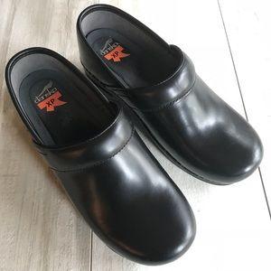 Dansko Black Leather XP Clogs Slip On Shoes